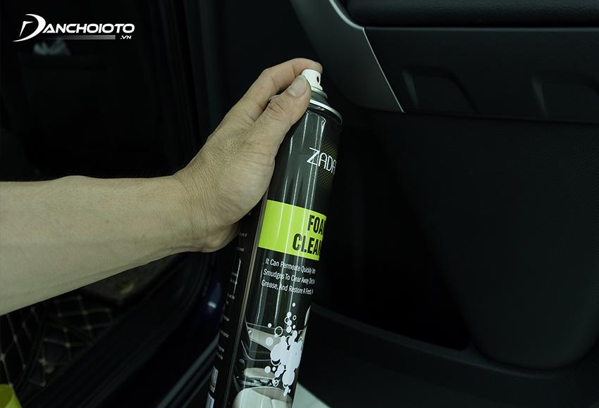 Dung dịch vệ sinh nội thất ô tô có khả năng tẩy sạch những chất bẩn, tính sát khuẩn cao