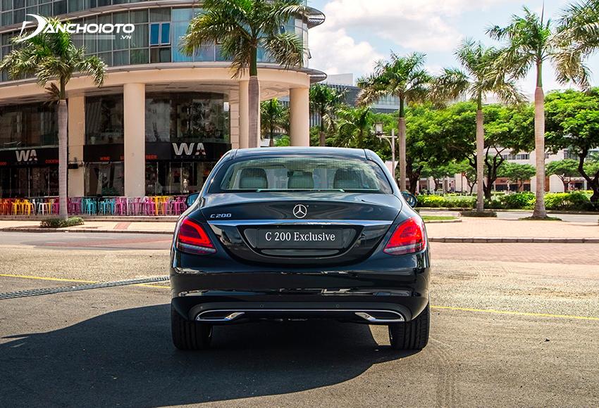 Đuôi xe Mercedes C200 Exclusive mang vẻ cổ điển