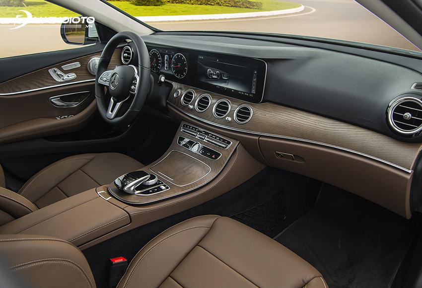 Ghế lái và ghế phụ E200 Exclusive 2020 chỉnh điện 10 hướng, nhớ 3 vị trí