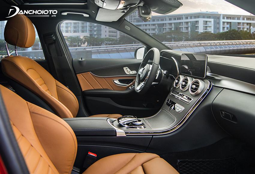 Ghế trước C300 AMG 2020 thiết kế ôm thân người đúng kiểu phong cách thể thao