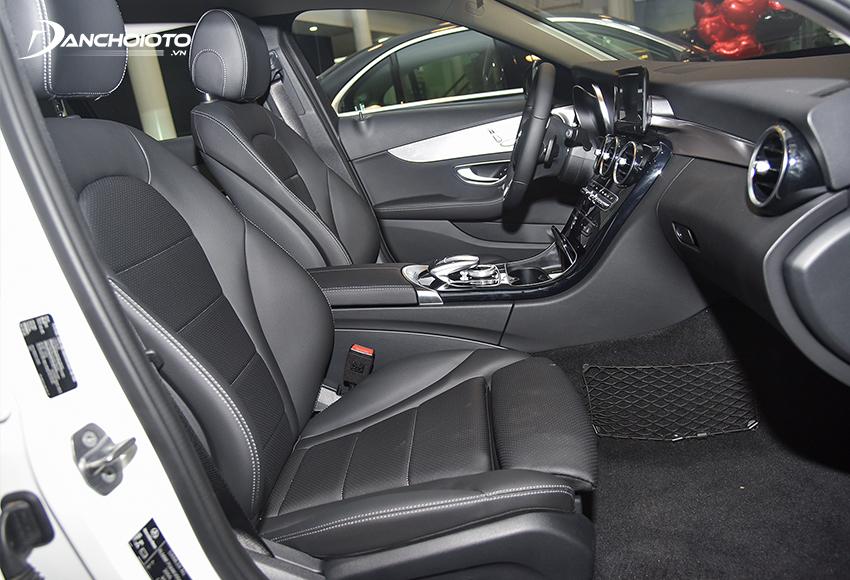 Ghế trước Mercedes C180 2020 chỉnh điện 10 hướng cho ghế lái và cả ghế phụ