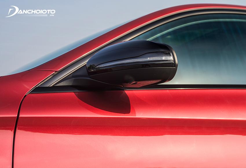 Gương chiếu hậu Mercedes C300 AMG 2020 tích hợp đầy đủ các tính năng hiện đại