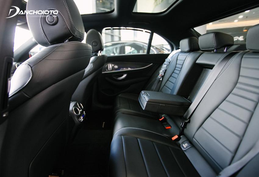 Hàng ghế sau của E300 AMG được đánh giá rộng rãi