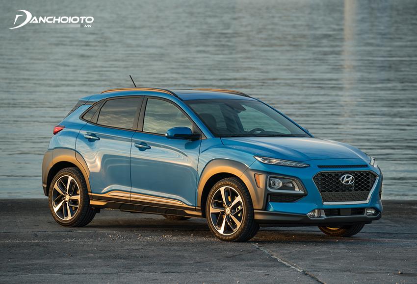 Hyundai Kona lợi thế về hiệu suất động cơ mạnh hơn, giá bán thấp hơn