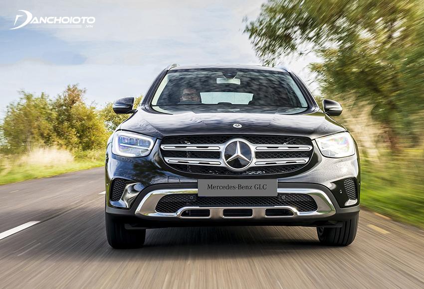 Khả năng tăng tốc Mercedes GLC 200 tốt, xe vượt nhanh khi cần