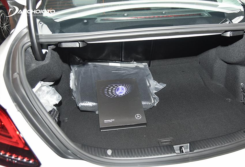 Khoang hành lý C180 2020 có thể tích 356L