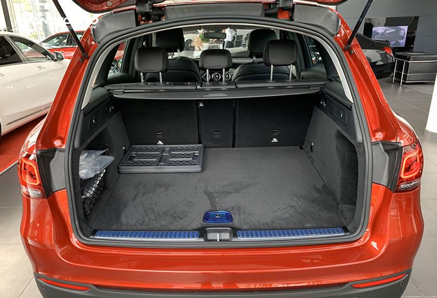 Khoang hành lý Mercedes GLC 200 2020 dung tích 481L