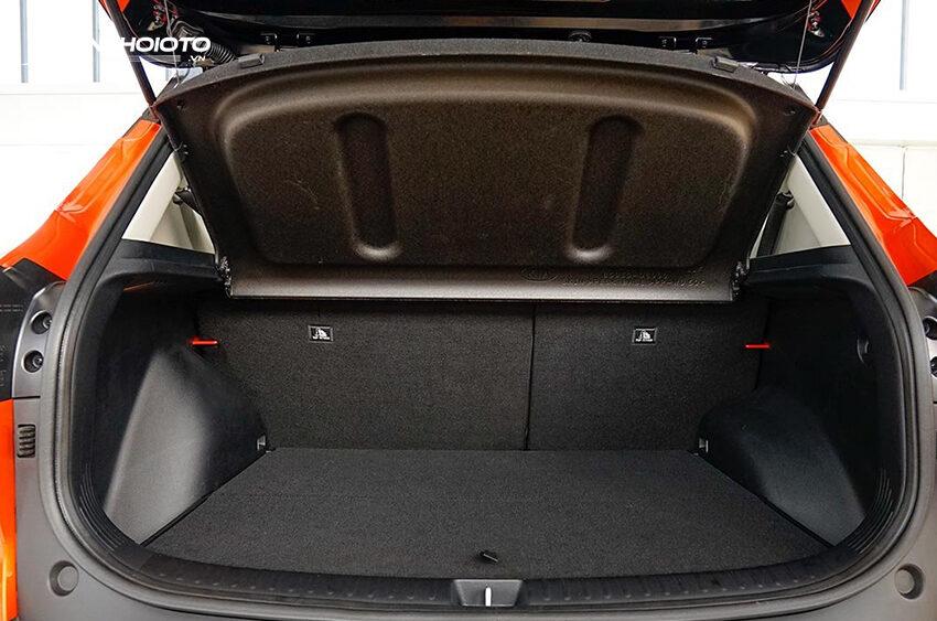 Khoang hành lý Toyota Corolla Cross 2020 dung tích 440L