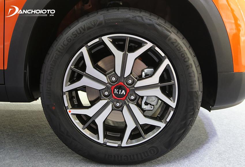 Kia Seltos 2020 sử dụng lazang hợp kim 2 màu bạc và ghi xám kích thước 17 inch, 5 chấu