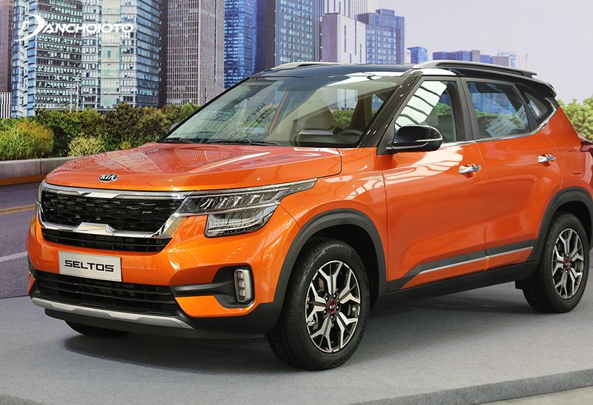 Kia Seltos có ưu thế giá bán thấp hơn nhiều, trong khi trang bị, không gian xe và khả năng vận hành đều không kém cạnh Corolla Cross