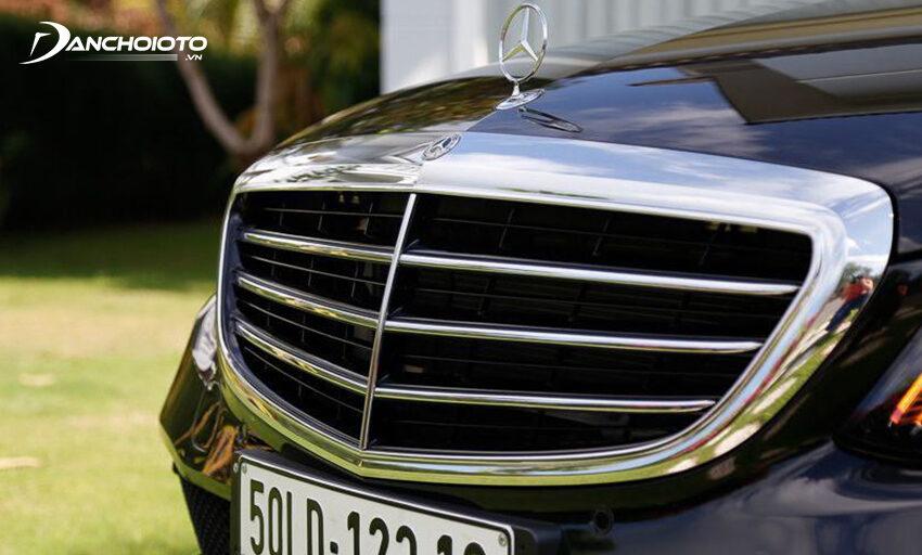 Mercedes C200 Exclusive 2020 đậm chất cổ điển với lưới tản nhiệt kiểu 3 thanh truyền thống