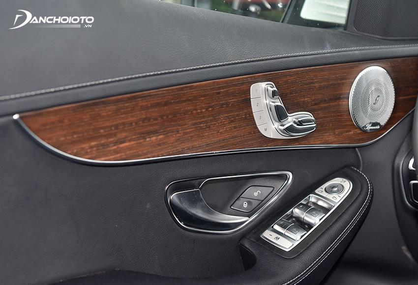 Mercedes C200 Exclusive được trang bị hệ thống âm thanh vòm Burmester