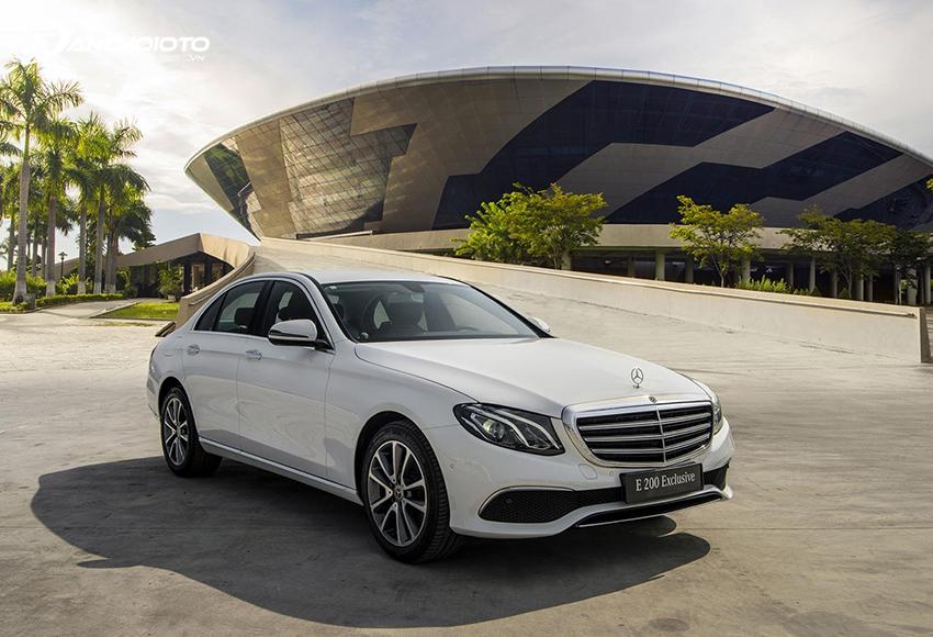 Mercedes C200 Exclusive lại theo hơi hướng sang trọng, cổ điển