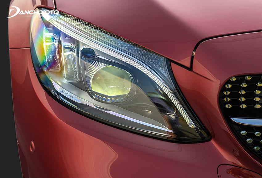 Mercedes C300 AMG 2020 được trang bị hệ thống đèn pha thích ứng tự động MULTI-BEAM LED