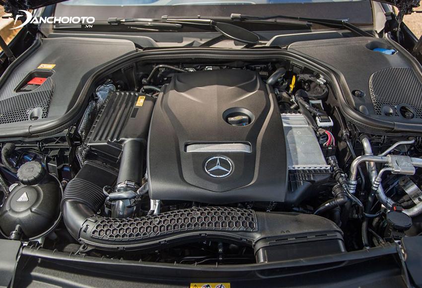 Mercedes C300 AMG 2020 sử dụng động cơ tăng áp dung tích 2.0L