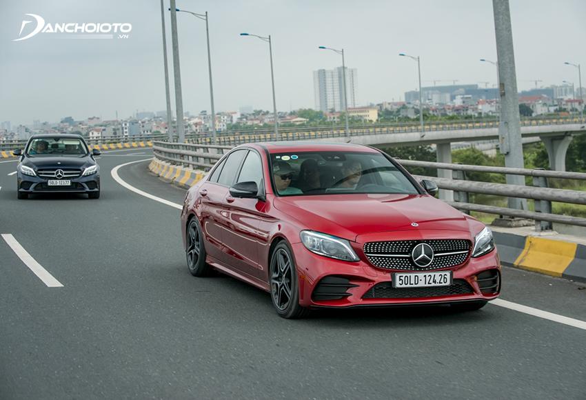 Mercedes C300 AMG đạt khả năng tăng tốc cực tốt so với động cơ dung tích 2.0L