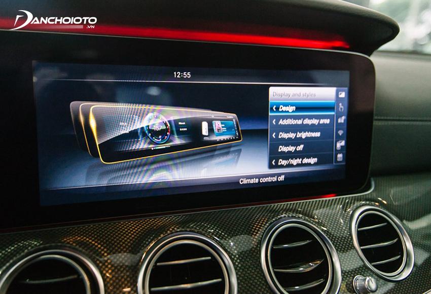 Mercedes E300 AMG gây ấn tượng mạnh với bộ đôi màn hình 12.3 inch