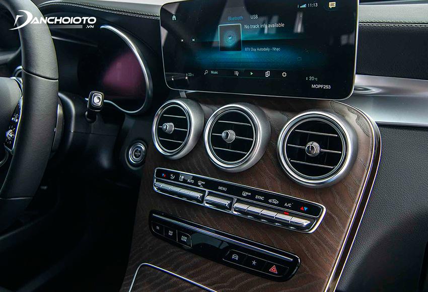 Mercedes GLC 200 2020 trang bị màn hình trung tâm cảm ứng 12.25 inch