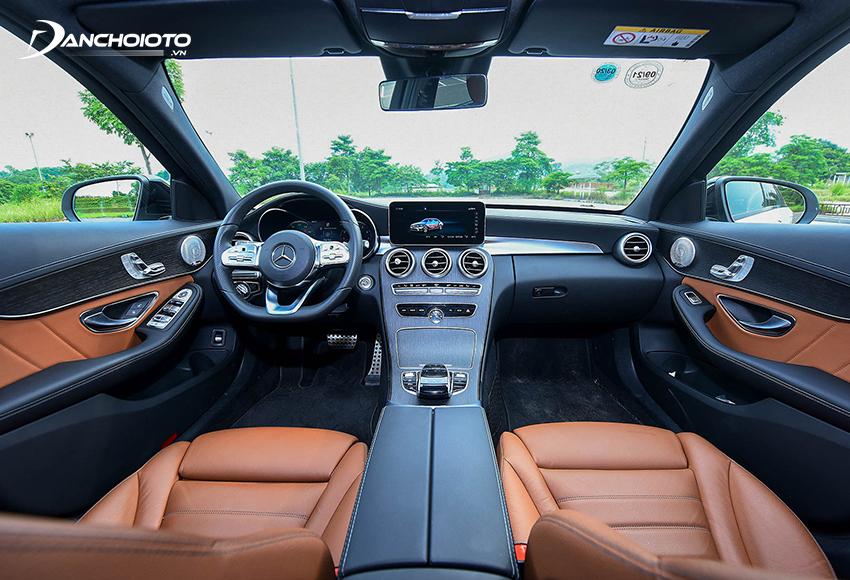 Nội thất Mercedes C300 AMG 2020 vẫn duy trì thiết kế và trang bị từ bản 2019