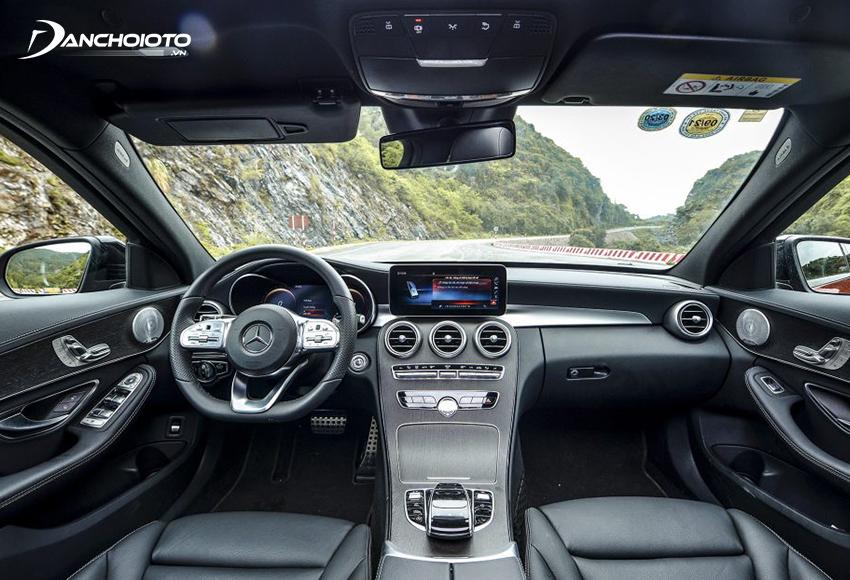 Nội thất Mercedes C300 chỉ khác ở một số trang bị cao cấp