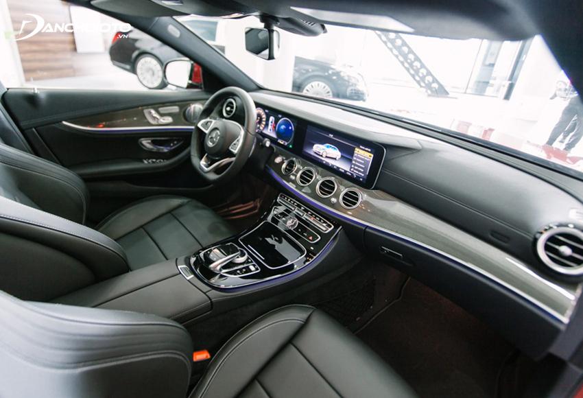 """Nội thất Mercedes E300 AMG 2020 đậm chất """"Mẹc"""" với sự kết hợp tinh tế giữa phong cách cổ điển và hiện đại"""