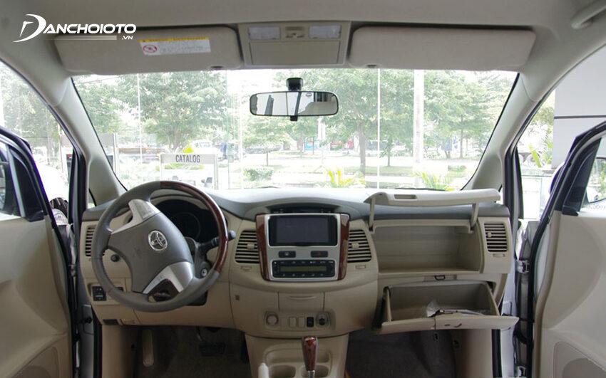 Nội thất Toyota Innova 2012 cũ