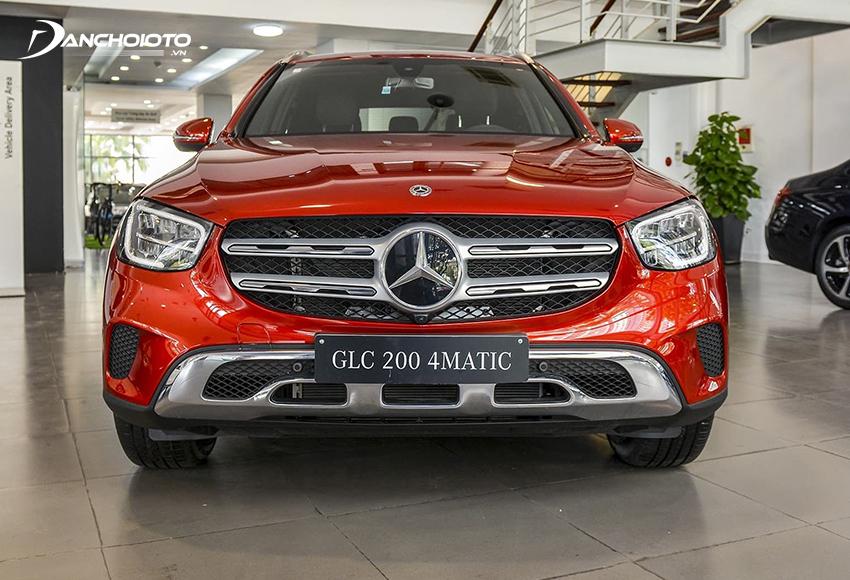 Phần đầu dưới Mercedes GLC 200 2020 cũng được tinh chỉnh bề thế hơn