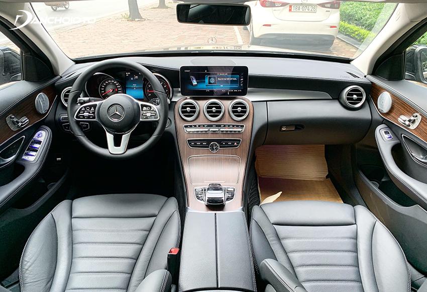 Taplo Mercedes C200 Exclusive thiết kế sang trọng, được bọc da ARTICO và ốp gỗ Open-Pore