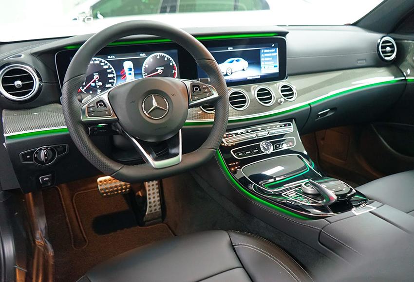 """Taplo Mercedes E300 AMG 2020 thừa hưởng những đường nét thiết kế tinh tế hoà trộn cổ điển và hiện đại từ """"đàn anh"""" S-Class"""