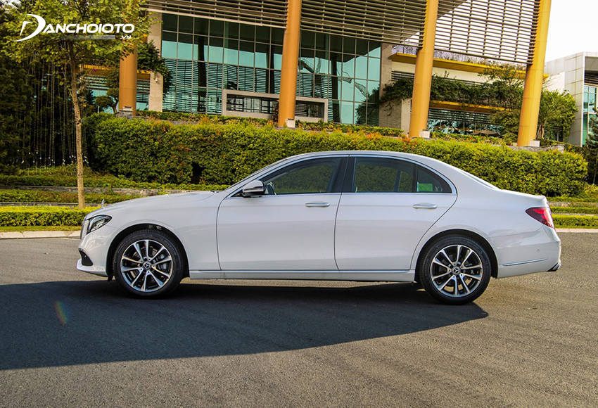 Thân xe Mercedes E200 Exclusive 2020 mang thiết kế chung của mẫu E-Class