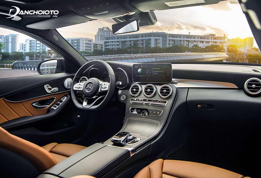Thiết kế taplo Mercedes C300 AMG 2020 theo phong cách sang trọng cổ điển pha hiện đại
