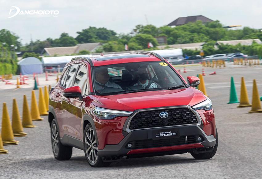 Toyota Corolla Cross 2020 sử dụng hệ thống khung gầm toàn cầu TGNA mới, độ ổn định và chắc chắn cao