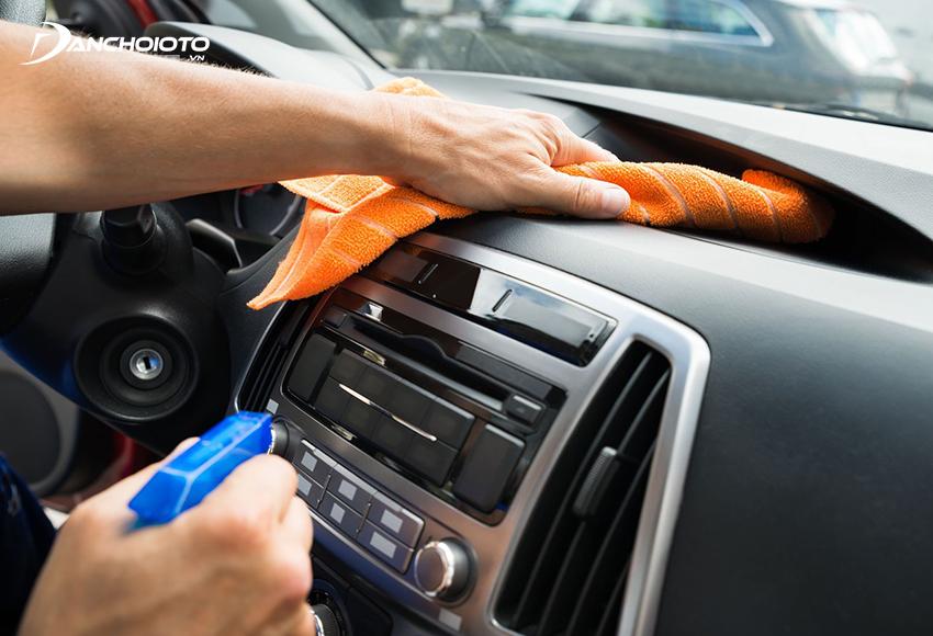 Việc tự vệ sinh nội thất oto tại nhà thường khó thể làm sạch sâu các bề mặt một cách triệt để