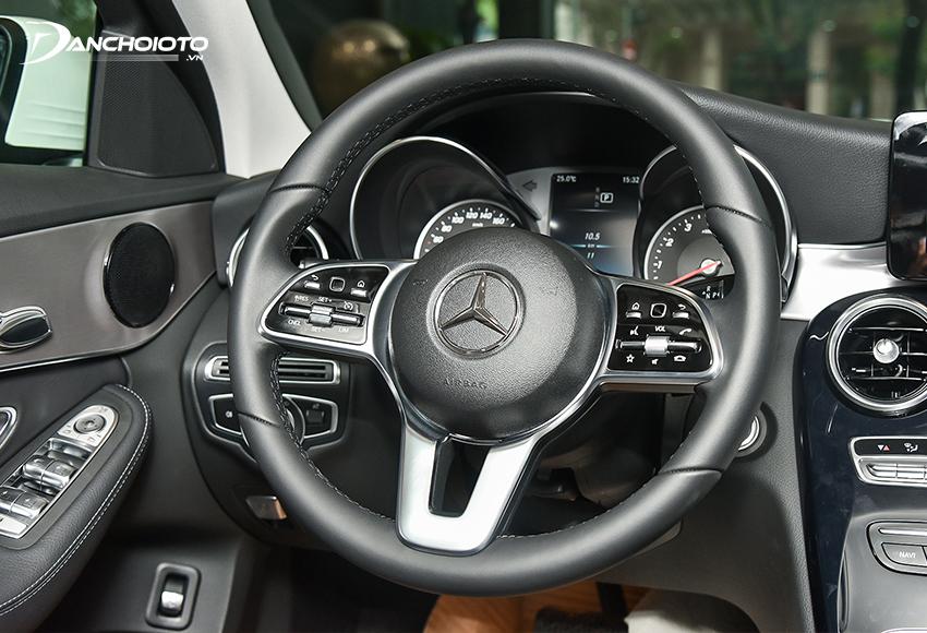 Vô lăng Mercedes C180 2020 3 chấu, bọc da, có nút điều chỉnh cảm ứng, có lẫy chuyển số