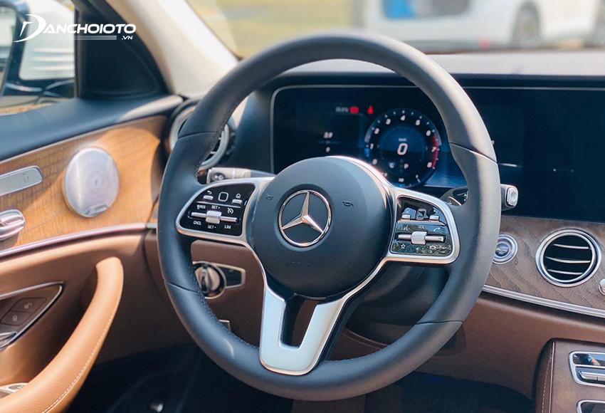 Vô lăng Mercedes E200 Exclusive 2020 3 chấu thể thao, bọc da Nappa, tích hợp phím điều khiển cảm ứng