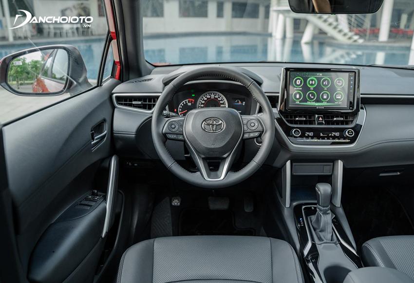 Vô lăng Toyota Corolla Cross 2020 bọc da, tích hợp đầy đủ phím chức năng 2 bên, có lẫy chuyển số