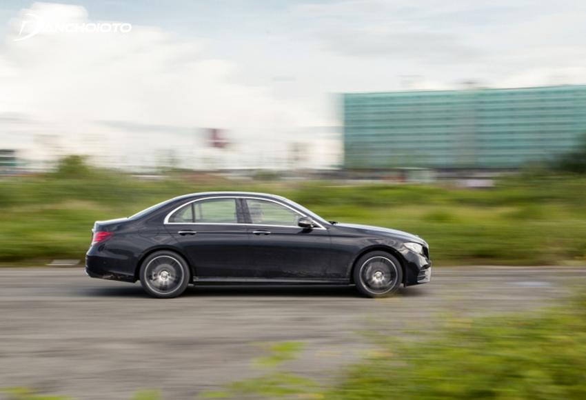 Với chế độ Sport và Sport +, Mercedes E300 AMG mới thực sự chứng tỏ sức mạnh của mình thông qua động cơ 258 mã lực