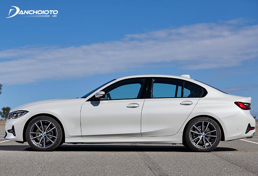 Thân xe BMW 320i 2020 vẫn theo phong cách đậm chất năng động