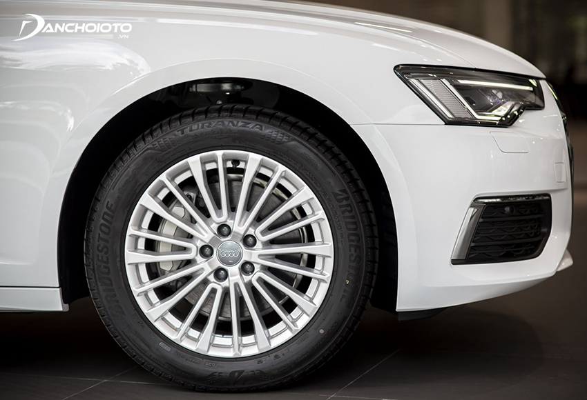 Audi A6 2020 sử dụng bộ mâm 18 inch đa chấu theo phong cách sang trọng