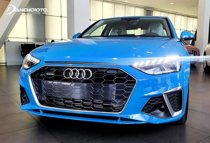 Audi A4 S line 2020 có lưới tản nhiệt tổ ong lỗ to mạ chrome bóng màu tối thể thao, năng động hơn