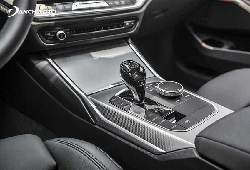 Bệ cần số trung tâm BMW 320i 2020 ốp nhôm Mesheffect
