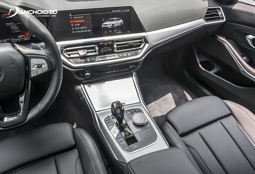 BMW 320i Sport Line Plus 2020 cao cấp hơn với màn hình trung tâm cảm ứng 12.25 inch sử dụng hệ điều hành BMW 7.0