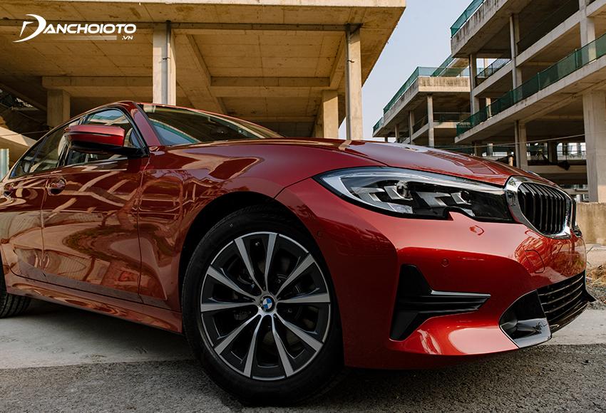 BMW 320i Sport Line và 320i Sport Line Plus 2020 được trang bị hệ thống treo thích ứng
