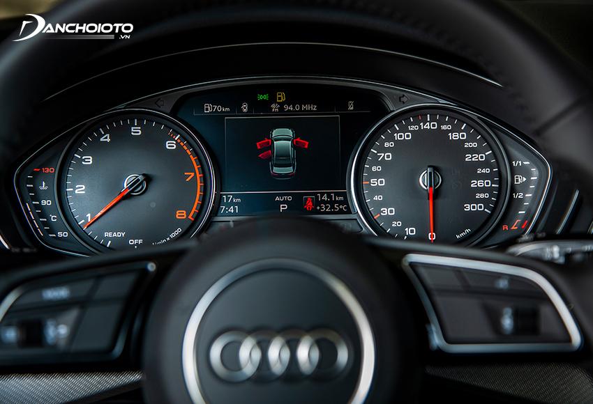 Cụm đồng hồ sau vô lăng Audi A4 2020 tiếp tục ở dạng Analog kết hợp màn hình thông tin tiêu chuẩn