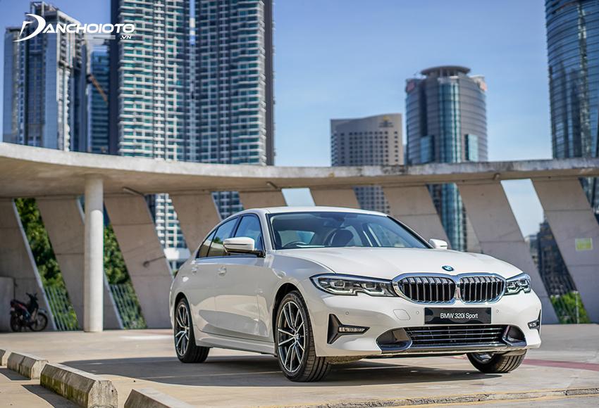Đầu xe BMW 320i 2020 ấn tượng với cụm lưới tản nhiệt quả thận đẽo gọt góc cạnh hơn