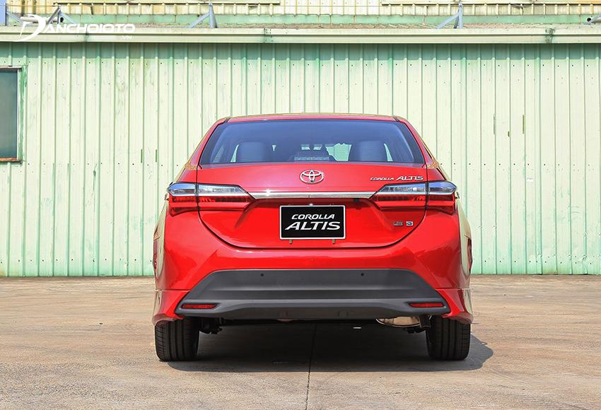 """Đuôi xe Toyota Corolla Altis 2021 """"thay đổi nhẹ"""" ở thiết kế cản sau"""