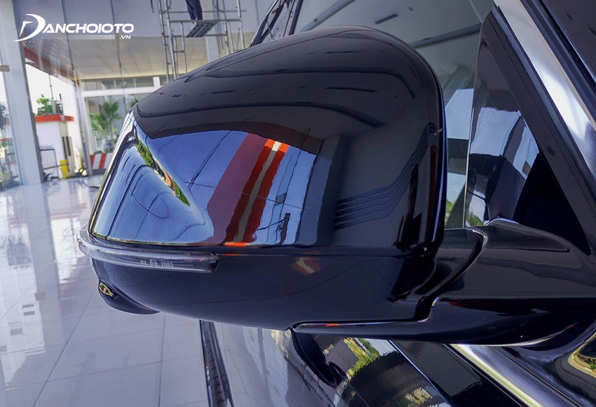 Gương chiếu hậu VinFast Lux SA2.0 trang bị đầy đủ các tính năng