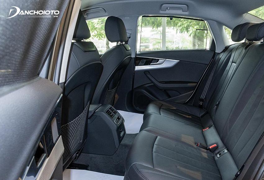 Hàng ghế sau Audi A4 2020 rộng rãi hơn so với các đối thủ