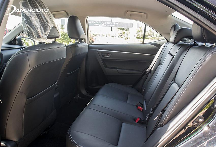 Hàng ghế sau Corolla Altis 2021 rộng rãi