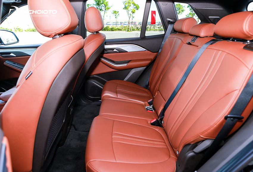Hàng ghế thứ 2 Lux SA2.0 2020 rộng rãi với tựa đầu 3 vị trí